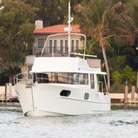 Яхта Beneteau Swift Trawler 44 - нос