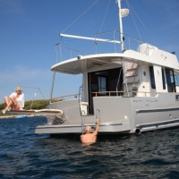 Яхта Beneteau Swift Trawler 44 - трап и платформа