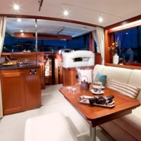 Яхта Beneteau Swift Trawler 44 - салон