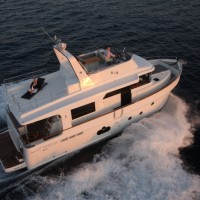 Яхта Beneteau Swift Trawler 50 - на воде