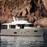 Яхта Beneteau Swift Trawler 50 - серый корпус
