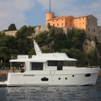 Яхта Beneteau Swift Trawler 50 - белый корпус