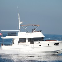 Яхта Beneteau Swift Trawler 44 - на воде