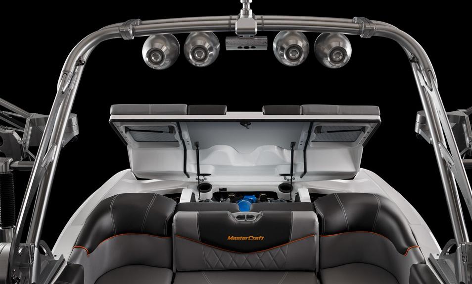 Катер-буксировщик для вейкбординга и водных лыж MasterCraft X20